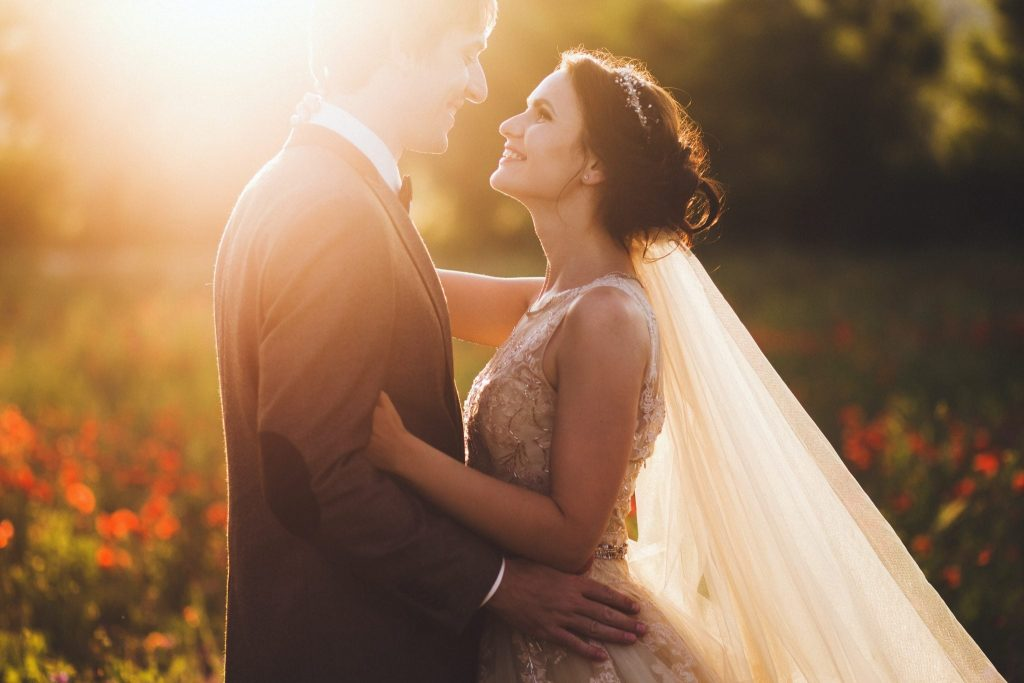 Couple in Sunlight - Wedding Live Streaming - Jum Media